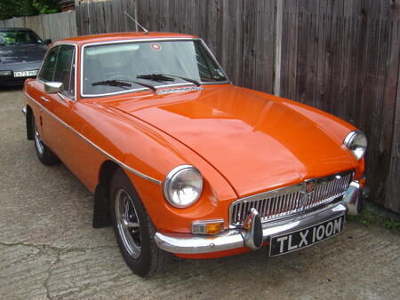 MGB GT 1973 front