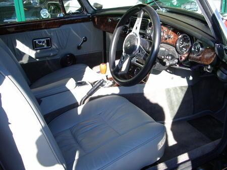 MGB V8 ROADSTER Interior