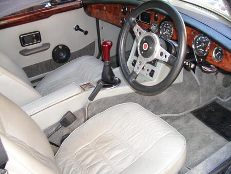 MGB V8 Roadster cream interior