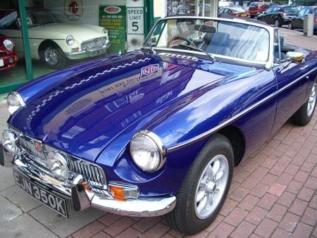 MGB - 1971 - Metallic blue front