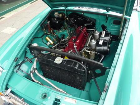 MGB 1972 - Rare Acqua Interior